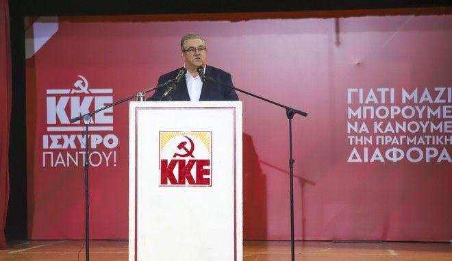 Ο ΓΓ του ΚΚΕ Δημήτρης Κουτσούμπας σε συγκέντρωση κομματικών οργανώσεων στη Θεσσαλονίκη