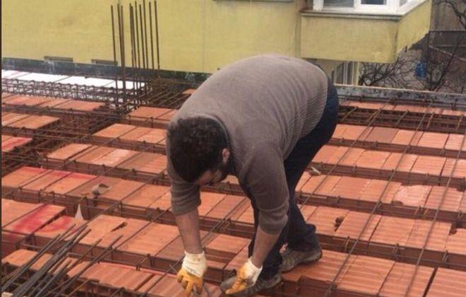 Ο Τούρκος πανεπιστημιακός που δουλεύει σε οικοδομή: Αντίσταση πάντα