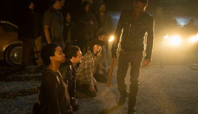 Δείτε την κομμένη εναλλακτική σκηνή από την πρεμιέρα του 7ου κύκλου του «The Walking Dead»
