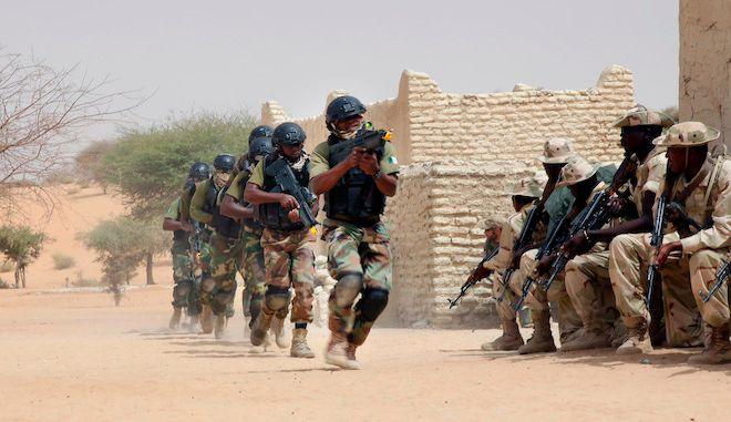 Οι ειδικές δυνάμεις της Νιγηρίας σε άσκηση προετοιμασίες ενάντια στους μαχητές του Ισλαμικού Κράτους, 7 Μαρτίου 2015