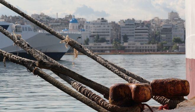 Πλοία δεμένα στο λιμάνι του Πειραιά την Πέμπτη 22 Σεπτεμβρίου 2016. Η Πανελλήνια Ναυτική Ομοσπονδία (ΠΝΟ) έχει εξαγγέλει 48ωρη πανελλαδική απεργία για τη μείωση των συντάξεών τους αλλά και για τη ΣΣΕ στην ποντοπόρο ναυτιλία. (EUROKINISSI/ΣΤΕΛΙΟΣ ΣΤΕΦΑΝΟΥ)