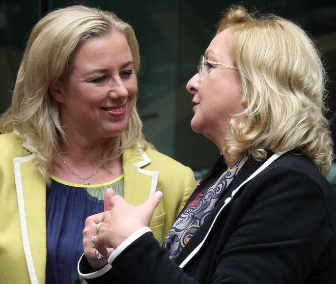 Η Φινλανδή υπουργός Οικονομικών Jutta Urpilainen (αριστερά) με την Αυστριακή ομόλογό της Maria Fekter στο Eurogroup. Ιούνιος 2013.