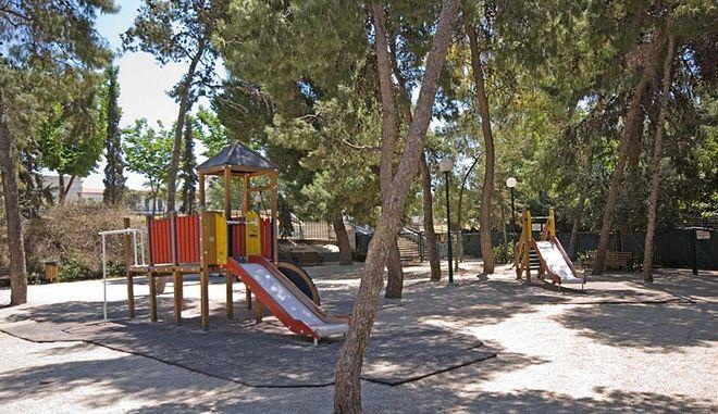 Πλήθος ακατάλληλων παιδικών χαρών στην Αθήνα