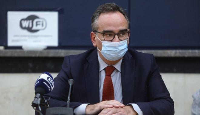 Ο υφυπουργός Υγείας Βασίλης Κοντοζαμάνης
