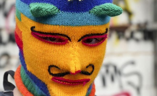 Διαδηλωτής με μάσκα στο Σαντιάγο, Χιλής