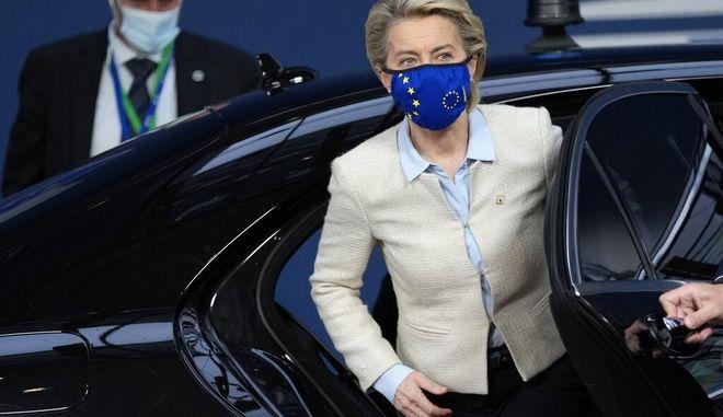 H Ούρσουλα φον ντερ Λάιεν κατά την είσοδό της στην Σύνοδο Κορυφής.