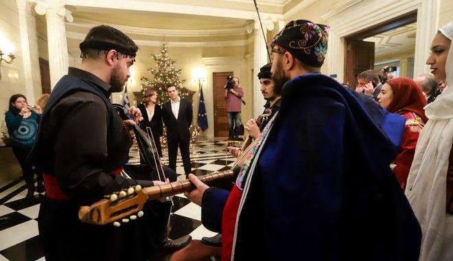 Πρωτοχρονιάτικα κάλαντα στον Πρωθυπουργό