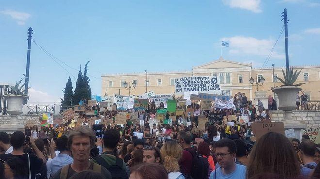 Πορεία μαθητών για το κλίμα στο κέντρο της Αθήνας
