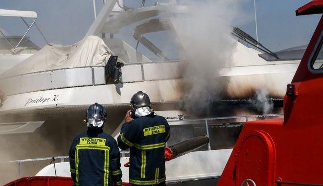Φωτιά σε σκάφος στη Μαρίνα Γλυφάδας, Αρχείο