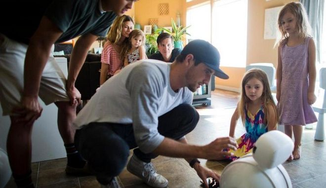 Ο Benni είναι το ρομπότ - φίλος των παιδιών στο φάσμα αυτισμού