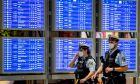 Γερμανία: 75χρονη αρνήθηκε να φορέσει μάσκα σε αεροπλάνο και δάγκωσε αστυνομικό