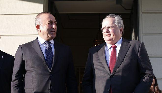 Ο υπουργός Εξωτερικών Νίκος Κοτζιάς, στις κοινές τους δηλώσεις με τον Τούρκο ομόλογό του Μεβλούτ Τσαβούσογλου, μετά τη συνάντησή τους στην Αθήνα, την Παρασκευή 4 Μαρτίου 2016. (EUROKINISSI/ΣΤΕΛΙΟΣ ΜΙΣΙΝΑΣ)