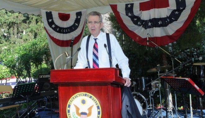 Φωτογραφία από τη δεξίωση στην κατοικία του Αμερικανού πρέσβη, για την 4η Ιουλίου