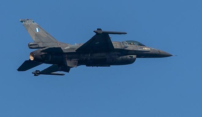 F-16 κατά τη διάρκεια άσκησης