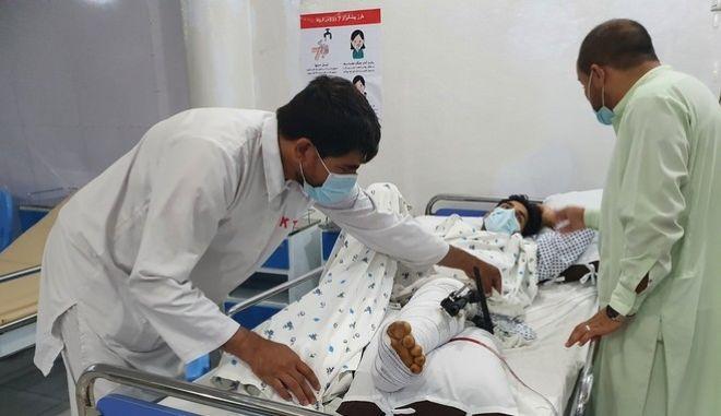 """Ένας Γιατρός Χωρίς Σύνορα περιγράφει την """"κόλαση"""" στην Kunduz του Αφγανιστάν"""