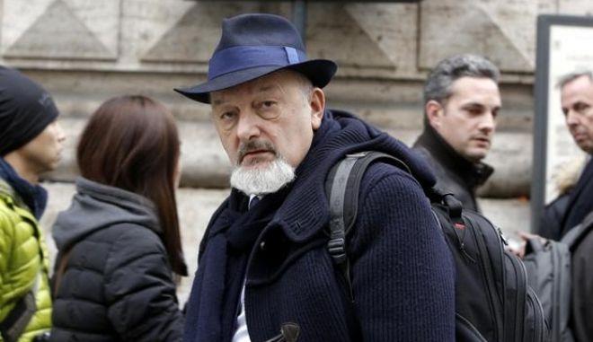 Il padre del premier Matteo Renzi, Tiziano, fotografato a Roma, 23 Dicembre 2014. La procura di Genova ha chiuso le indagini per la vicenda che vedeva coinvolto il padre del premier, Tiziano Renzi, accusato di bancarotta fraudolenta ed ha chiesto l'archiviazione. Il gip decidera' se accoglierla o meno. L'indagine era nata dopo il fallimento della società Chil Post srl, che distribuiva giornali e volantini.                       ANSA/GIUSEPPE LAMI