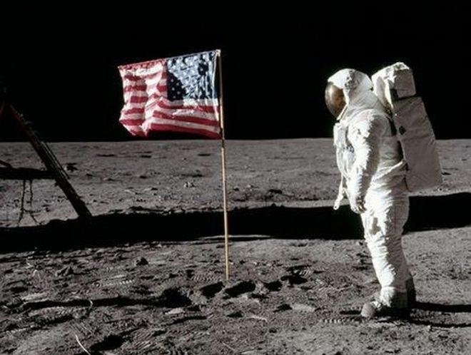 Μηχανή του Χρόνου: Τι απέγιναν οι σημαίες που κάρφωσαν οι αστροναύτες στη Σελήνη;