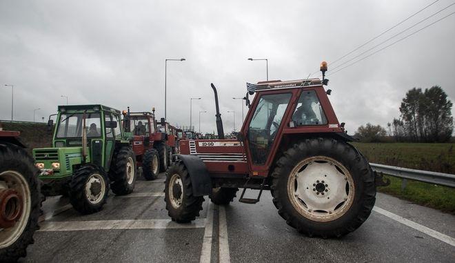 Κινητοποίηση αγροτών στο κόμβο Ε65 της Καρδίτσας για το αφορολόγητο πετρέλαιο κ.α.