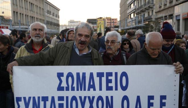 ΑΘΗΝΑ-Συγκέντρωση διαμαρτυρίας συνταξιούχων στα Προπύλαια.(Eurokinissi-ΣΤΕΛΙΟΣ ΜΙΣΙΝΑΣ)