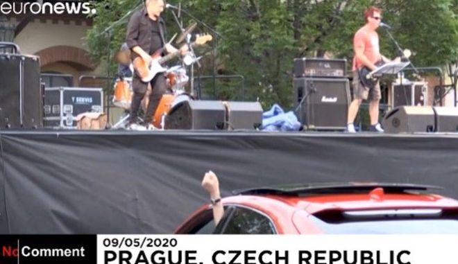 Συναυλία σε πάρκινγκ της Πράγας