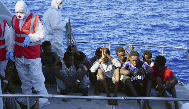 Μετανάστες στο πλοίο διάσωσης Open Arms