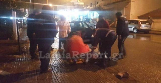 Παραλίγο τραγωδία στη Λαμία: Αυτοκίνητο παρέσυρε μητέρα με το παιδί στην αγκαλιά