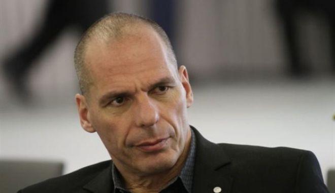 Βαρουφάκης: Ζητά συμφωνία χωρίς κούρεμα χρέους από τη Μέρκελ