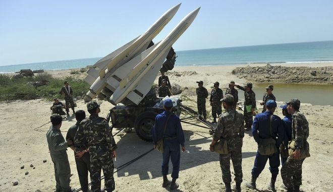Ενίσχυση με πυραύλους, μαχητικά αεροπλάνα και υποβρύχια σχεδιάζει το Ιράν