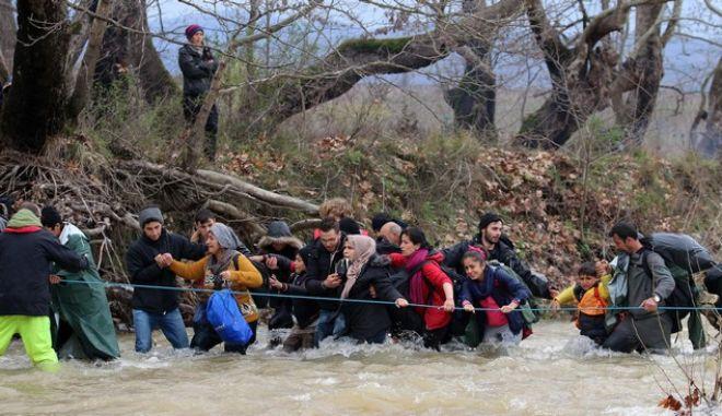 Η μαζική 'φυγή' από την Ειδομένη τρόμαξε την κυβέρνηση