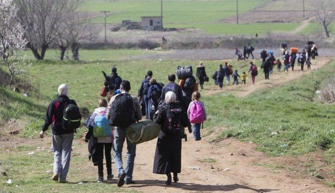 Κόντρα ΣΥΡΙΖΑ - ΝΔ με φόντο το προσφυγικό, αλλά και τη διαπραγμάτευση
