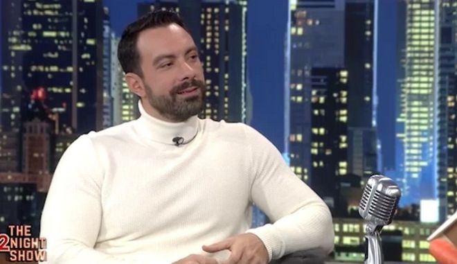 Ο Γρηγόρης Αρναούτογλου υποδέχτηκε στο «The 2Night Show» τον Σάκη Τανιμανίδη.