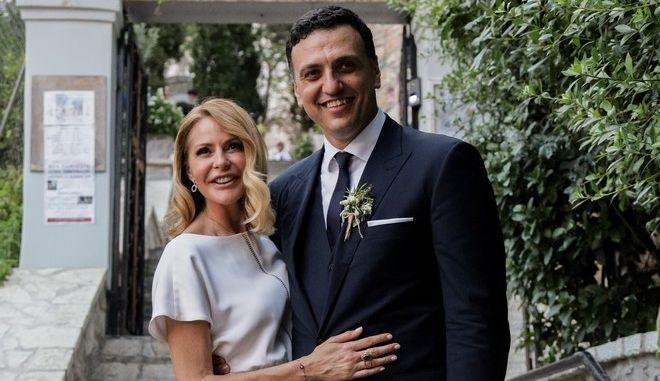 Η Τζένη Μπαλατσινού και ο Βασίλης Κικίλιας στον γάμο τους