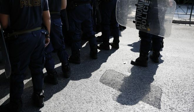 Συγκέντρωση συμβασιούχων έξω από το Μέγαρο Μαξίμου καατ την διάρκεια της συνάντηση ς του Πρωθυπουργού Αλέξη Τσίπρα με εκπροσώπους της ΠΟΕ-ΟΤΑ την Τρίτη 27 Ιουνίου 2017. (EUROKINISSI/ΣΤΕΛΙΟΣ ΜΙΣΙΝΑΣ)