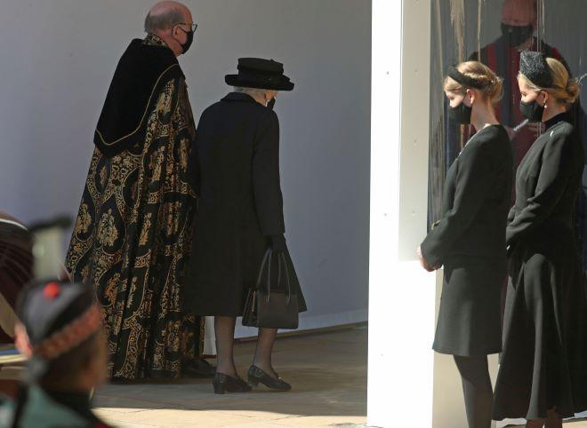 Η Βασίλισα Ελισάβετ στην κηδεία του συζύγου της Πρίγκιπα Φιλίππου