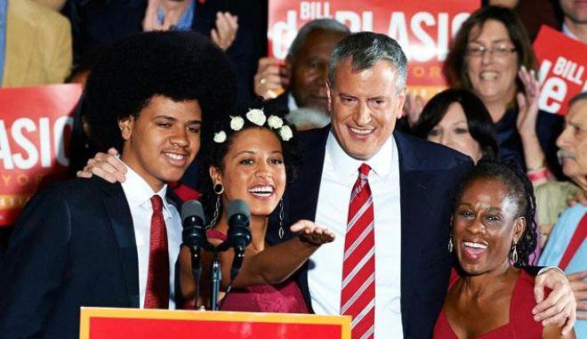 Νέος δήμαρχος της Νέας Υόρκης ο Δημοκρατικός Μπιλ ντε Μπλάζιο