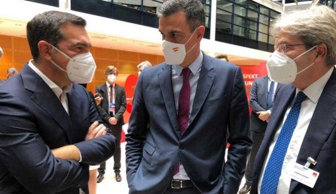 """Τσίπρας προς Ευρωσοσιαλιστές: """"Κρίσιμο παντού στην Ευρώπη να ενισχυθούν οι προοδευτικές δυνάμεις"""""""
