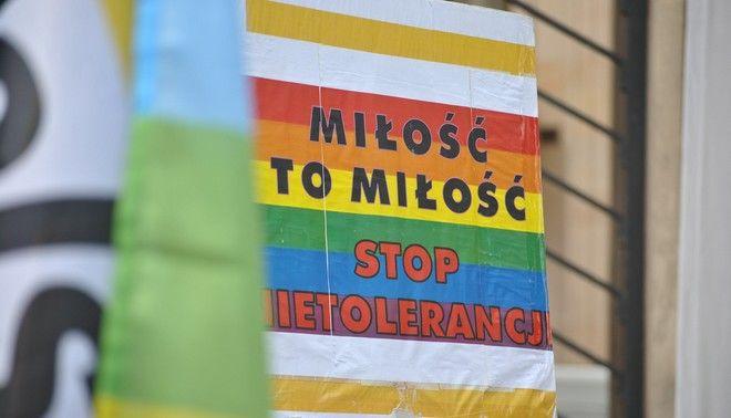 Στιγμιότυπο από διαμαρτυρία για τα ΛΟΑΤΚΙ δικαιώματα στη Βαρσοβία