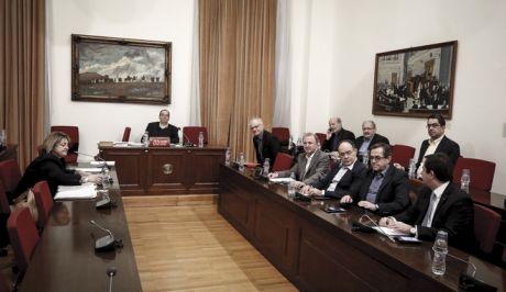 Εξέταση της Αθηνάς Οικονόμου(α), νομικής συμβούλου του ΚΕΕΛΠΝΟ στην Εξεταστική Επιτροπή της Βουλής για τα σκάνδαλα στην Υγεία κατα τα έτη 1997 - 2014, την Τετάρτη 24 Ιανουαρίου 2018. (EUROKINISSI/ΓΙΩΡΓΟΣ ΚΟΝΤΑΡΙΝΗΣ)