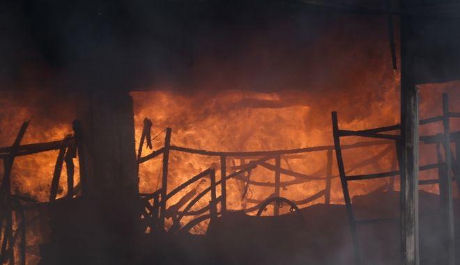 Φωτιά σε κτήριο (φωτογραφία αρχείου)