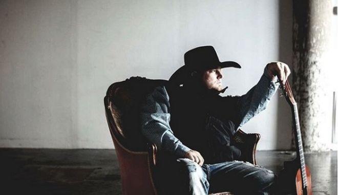 Νεκρός ο τραγουδιστής Τζ. Κάρτερ - Αυτοπυροβολήθηκε κατά λάθος ενώ γύριζε video-clip