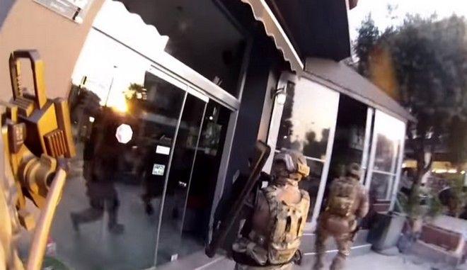 Βίντεο: Η έφοδος των κομάντο του λιμενικού για την εξάρθρωση κυκλώματος πλαστών διαβατηρίων