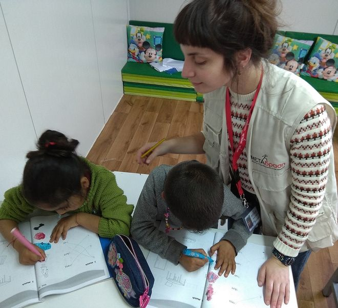 Τα προσφυγόπουλα βγαίνουν από τα hotspot και παίζουν με τα παιδιά της ηλικίας τους