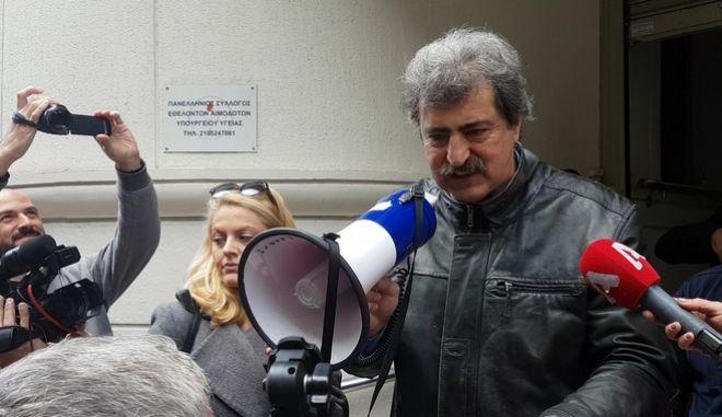 """Πολάκης με ντουντούκα σε πρόεδρο ΠΟΕΔΗΝ: """"Το βρήκες το υπουργείο αυτήν τη φορά"""""""