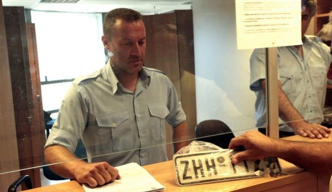 Δεκαπενταύγουστος: Επιστροφή πινακίδων κυκλοφορίας από τον Δήμο Αθηναίων