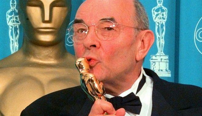 Ο Στάνλεϊ Ντόνεν βραβεύθηκε με τιμητικό Όσκαρ το 1998 για την προσφορά του στον κινηματογράφο