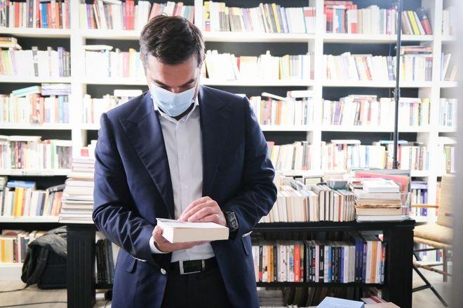 Τσίπρας: Δίκαιο αίτημα να ανοίξουν τα βιβλιοπωλεία