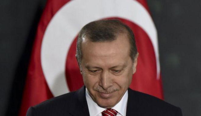 Τέλη Μαρτίου η δίκη των Τούρκων δημοσιογράφων που τα 'έβαλαν' με τον Ερντογάν