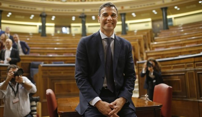 Ο επικεφαλής του Σοσιαλιστικού Κόμματος της Ισπανίας, Πέδρο Σάντσεθ, μετά την υπερψήφιση της πρότασης μομφής που είχε καταθέσει κατά της κυβέρνησης Ραχόι