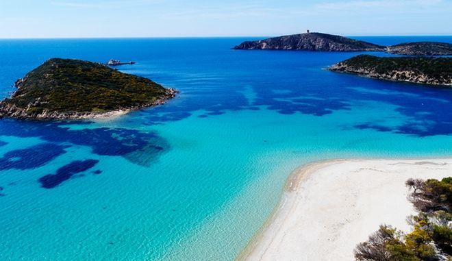 Σαρδηνία: Πρόστιμο 3.000 ευρώ για όσους κλέβουν άμμο απο τις παραλίες