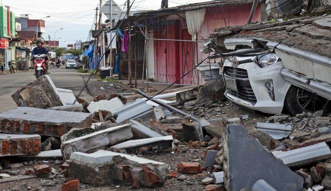 Κατάρρευση κτιρίου από σεισμό